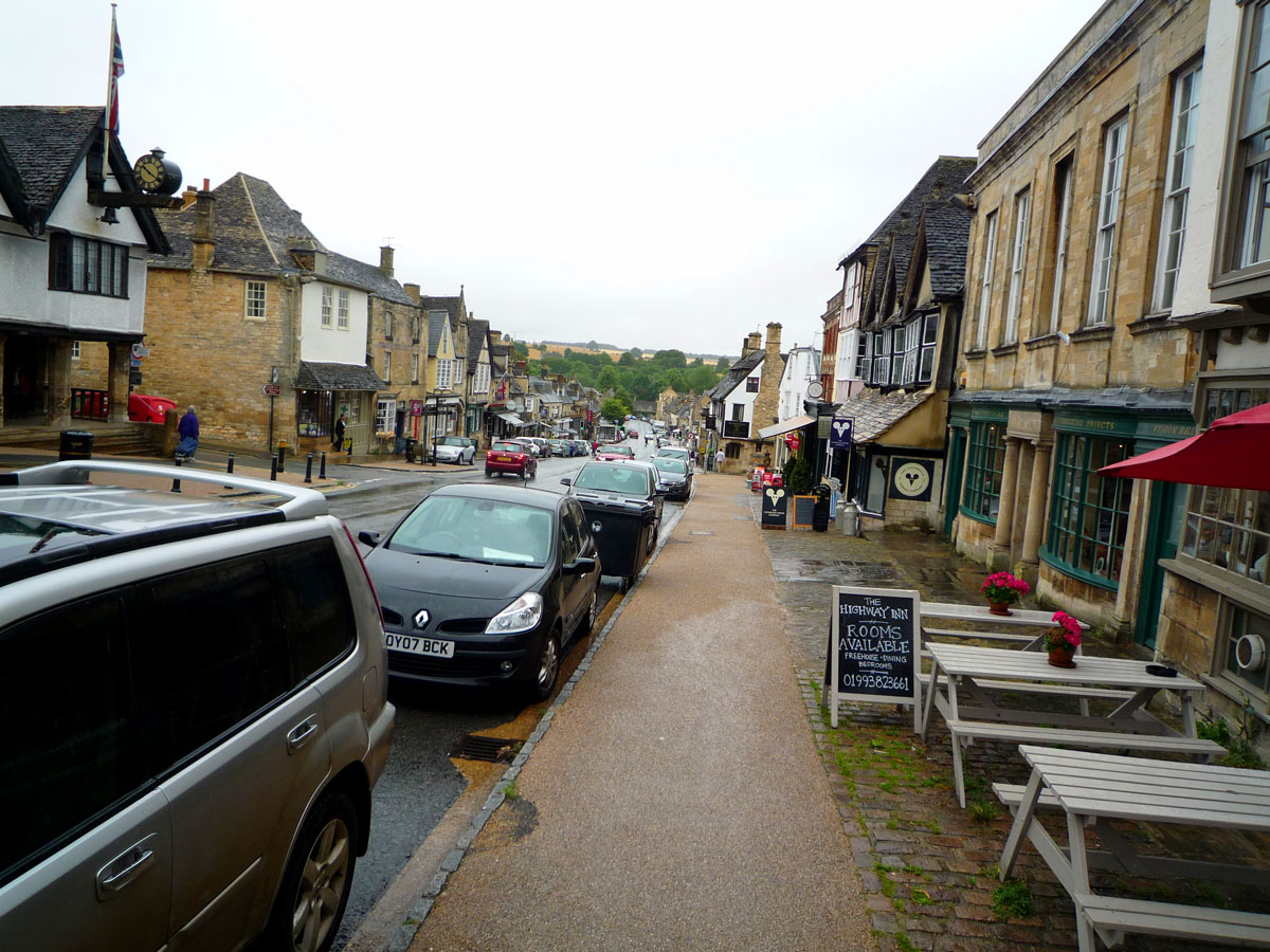 Oxfordshires Best Interior Design Town Burford Interior Design - Burford high street sloping down to countryside.