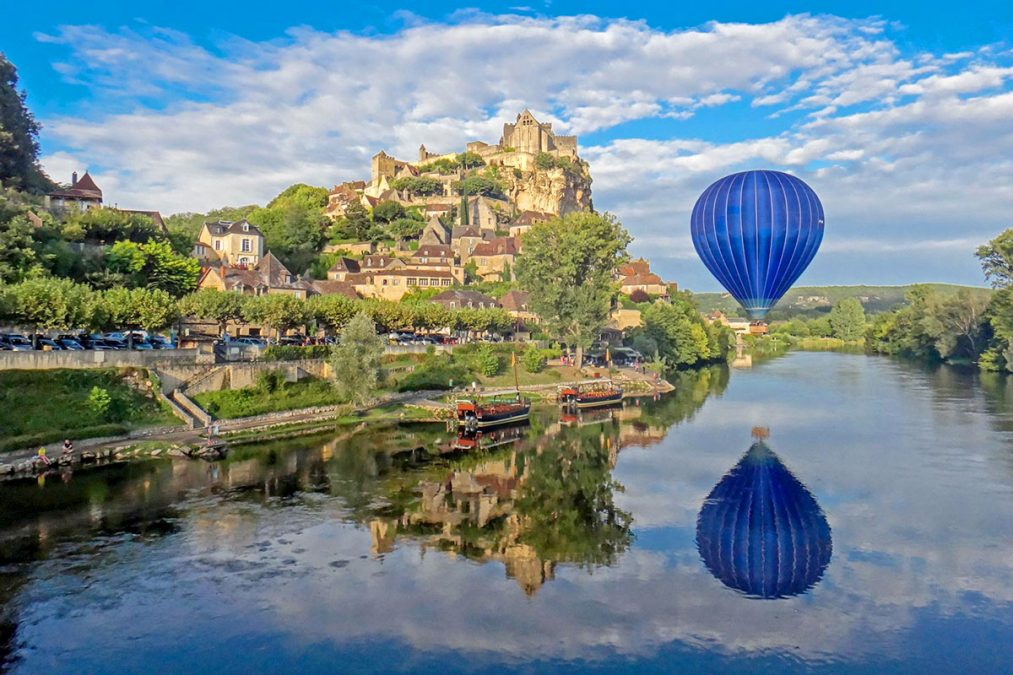 Dordogne with Hot Air Balloon over river